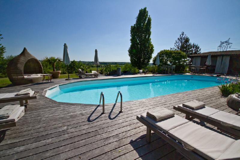 H tel de charme bordeaux st loubes la villa d 39 for Heated garden swimming pools